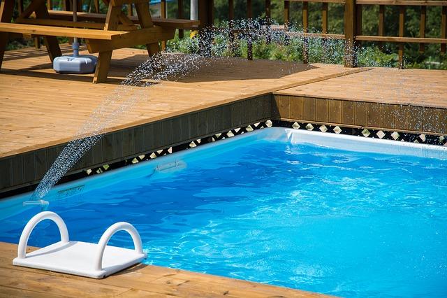 bazén s vodotryskem