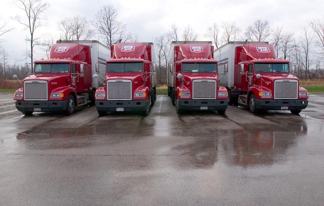 čtyři stěhovací kamiony